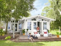 A husband-and-wife team of weekend remodelers transformed a run-down cottage into a beachside getaway. See the amazing photos featured in HGTV Magazine.