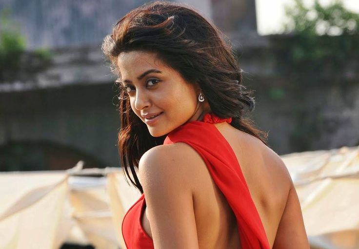 Witnessed casting couch in south not bollywood: Surveen Chawla