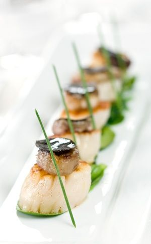 Must try and make this, reminds me of a trip me and Dey took. Scallops on pea pureé with black pudding and pancetta.