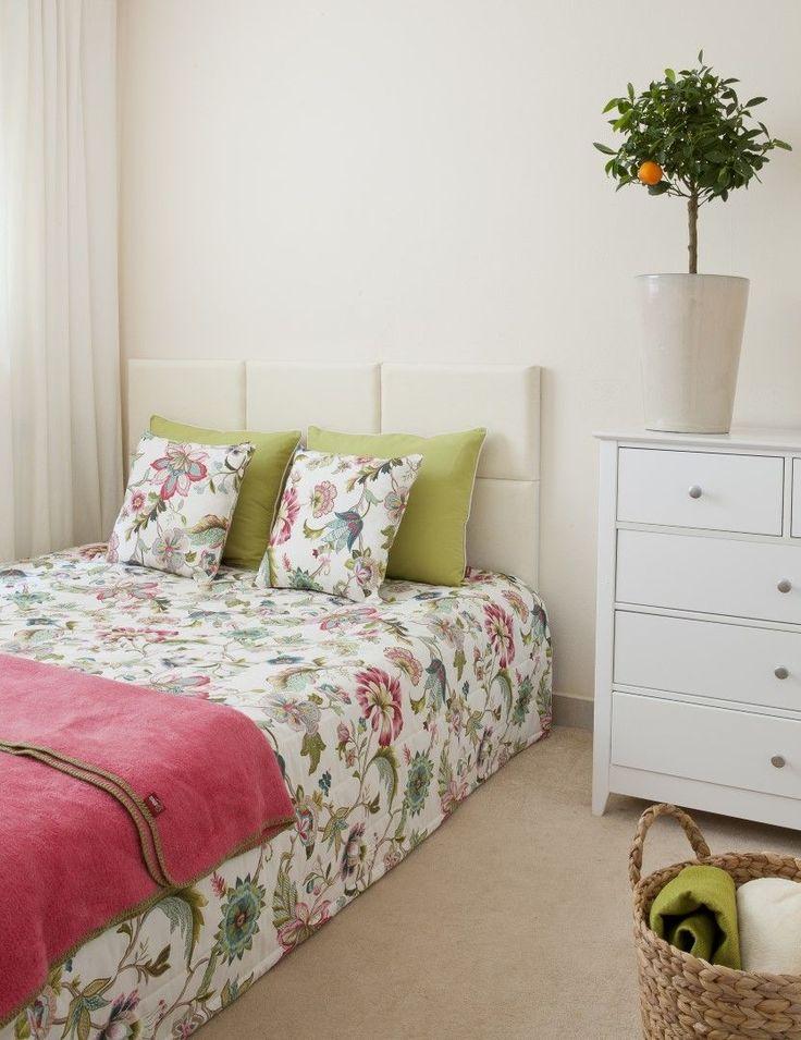Das romantische #Schlafzimmer mit #Blumenmuster lädt zum Träumen ein.