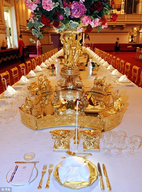 Buckingham Palace state banquet table setting