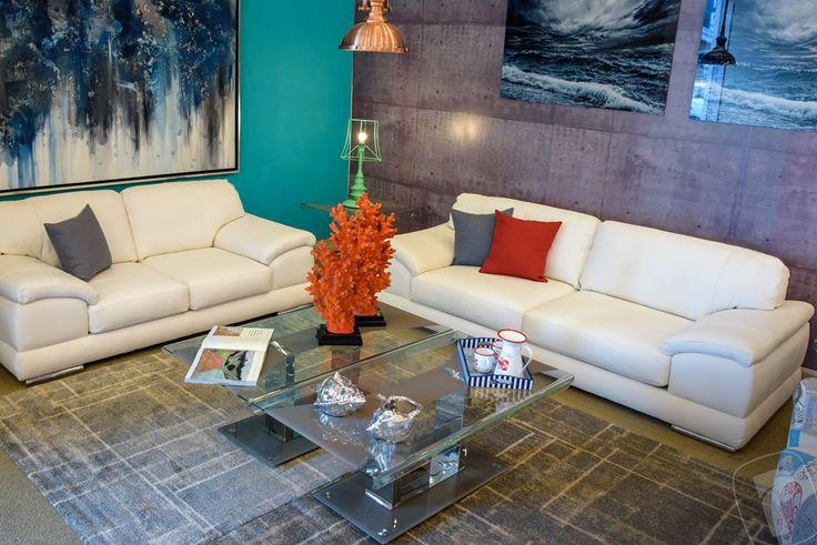Colección #Urban, Sala Calathea: sofá 5030, love seat 5031, mesa central 48255, sillo ocasional Vita 43765, lámpara Retro Menta 57505