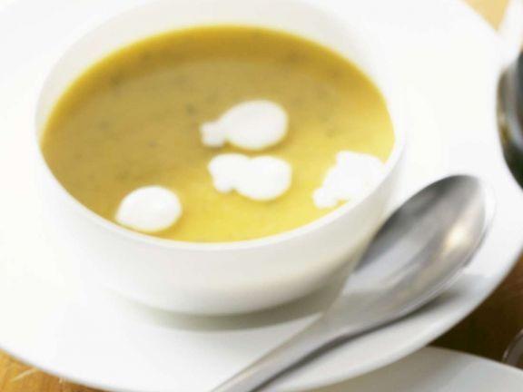 Petersilienwurzelsuppe ist ein Rezept mit frischen Zutaten aus der Kategorie Cremesuppe. Probieren Sie dieses und weitere Rezepte von EAT SMARTER!