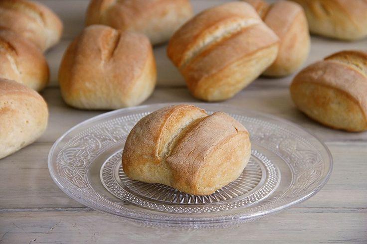 Ya os he comentado en otras ocasiones que me encanta hacer pan casero; de hecho, todos los fines de semana me preparo algún pan especial (con o sin semillas, de chocolate, …) para los desayunos de las