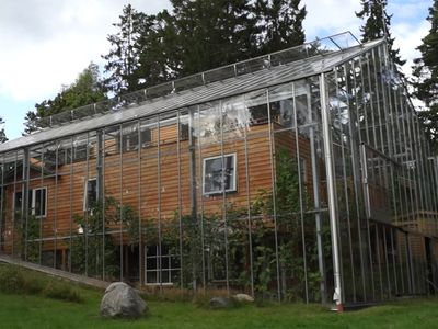 couple surrounds eco home with greenhouse to keep it warm video rh pinterest com