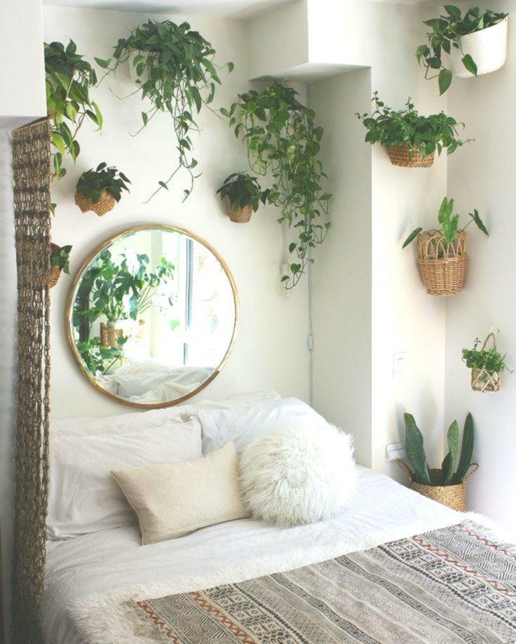 Klammern Sie sich an einen strategisch platzierten Spiegel, … #SchlafzimmerDesign