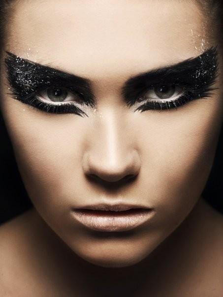 Cat eye make up - dramatic black smokey look- dark angel