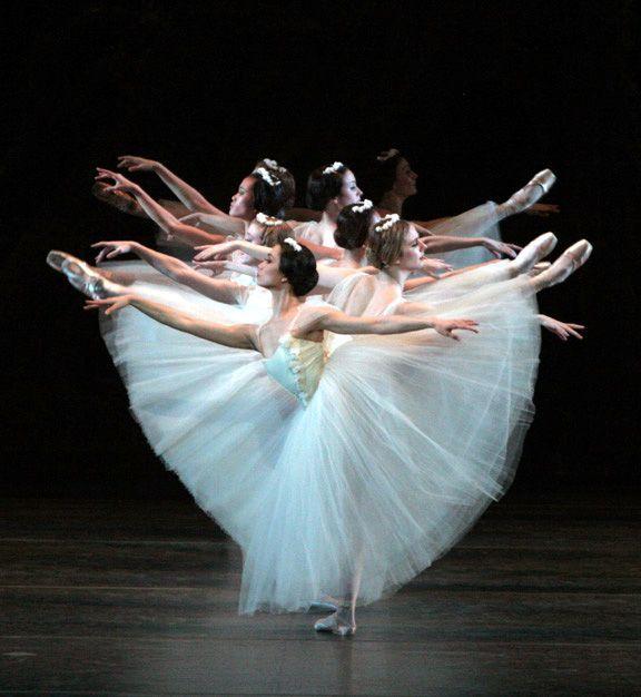 ~ 29 de maio o ballet Giselle , no Centro de Convivência Cultural: