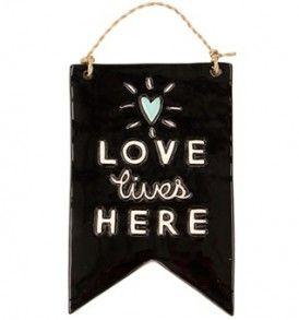 Love Lives, Flag Tile