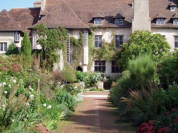 An Arts and Crafts house and garden by Edwin Lutyens and Gertrude Jekyll.