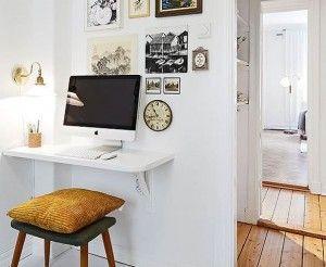 Petit bureau console accroché au mur