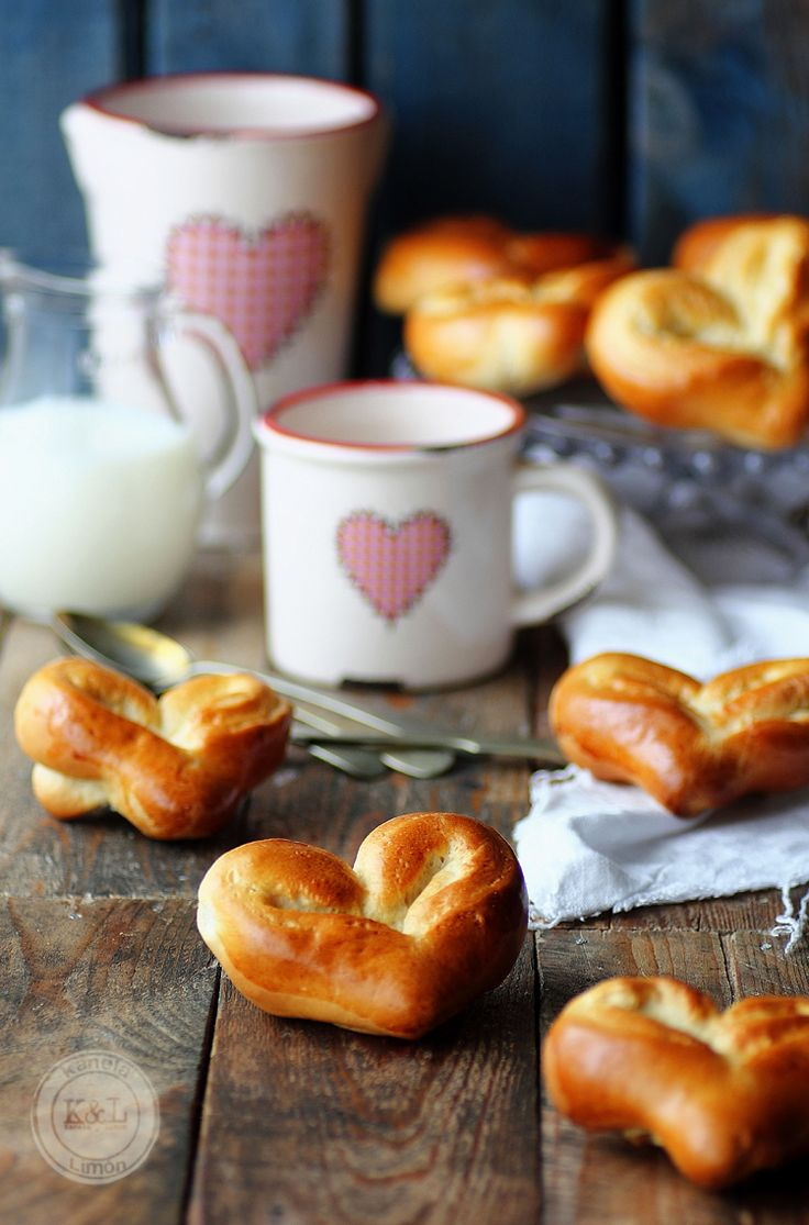 Everyone loves rolls and soft pretzels. This is a great Valentine's Day DIY treat. #ValentinesDay #HeartShaped