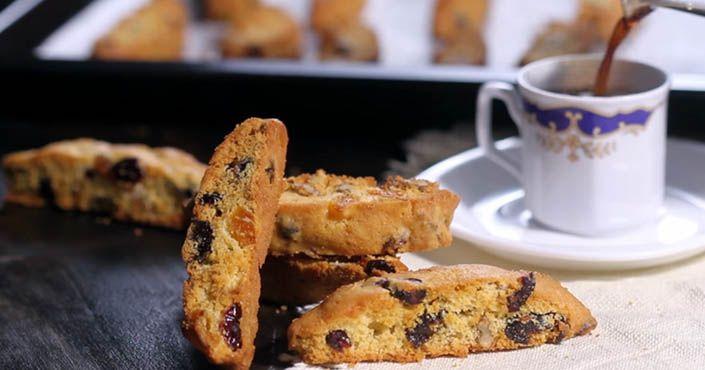 Začnite svoje ráno sladko - sušienkami so sušeným ovocím, ktoré sa namáčajú do čaju či do kávy. Recept na Biscotti - chrumkavé talianské sušienky
