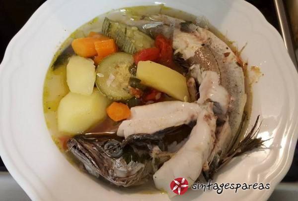 Θρεπτική σούπα με φρέσκο μπακαλιάρο και λαχανικά #sintagespareas #psarosoupa