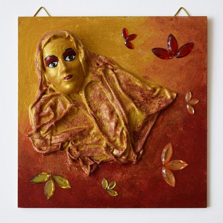 Gold-red lady (Arany-piros hölgy) - 16 x 16 cm, 2017, https://www.vivienholl.com/termek/paverpol-arany-piros-holgy/ #paverpol #hölgy #lady #gold #red #arany #piros #rhinestones #ékszerkövek #pentart #vivienholl