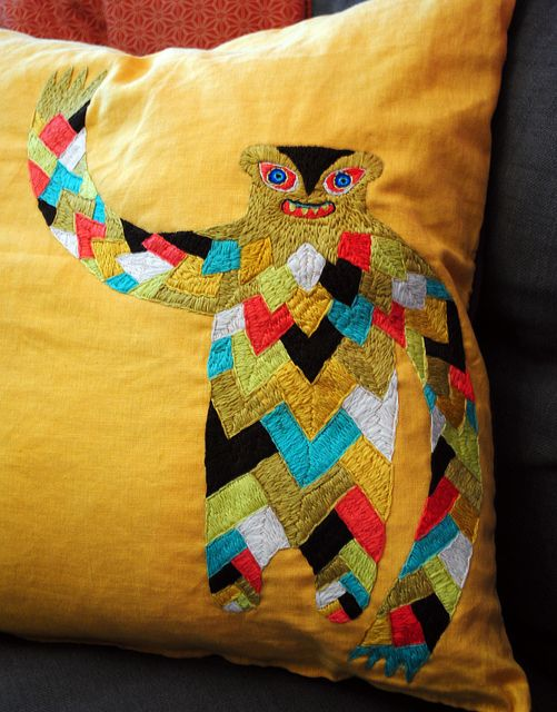 Oh wow, he is the bestest! I love him! I want him on my couch! Such an inspiring embroidery.