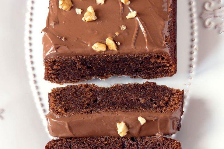 Recette de cake au chocolat fondant au Thermomix TM31 ou TM5. Réalisez ce dessert en mode étape par étape comme sur votre robot !