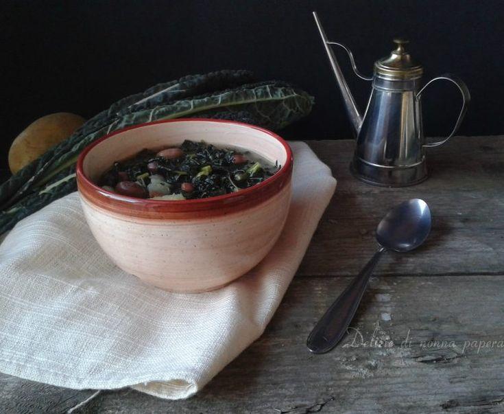 Questa zuppa di cavolo nero con fagioli borlotti e patate è proprio quello che ci vuole per riscaldarsi quando fa freddo e per tenersi leggeri dopo le feste