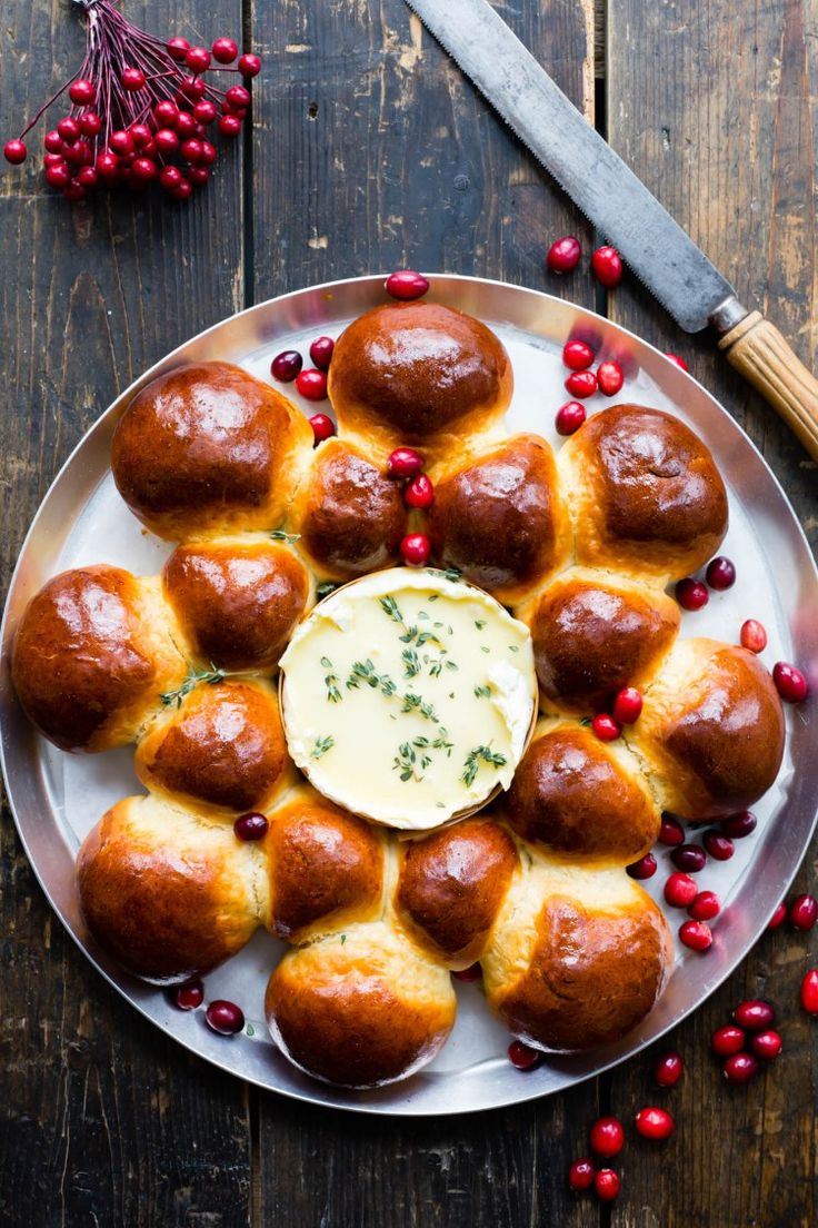 What a beautiful Thermomix Brioche Camembert Star. The ideal sharing and snacking recipe for xmas | Thermomix Baking Blogger