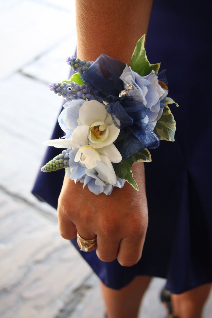 Corsage for Maids, a less expensive alternative to a traditional bouquet, and we can wear them all evening while enjoying our wine! :)