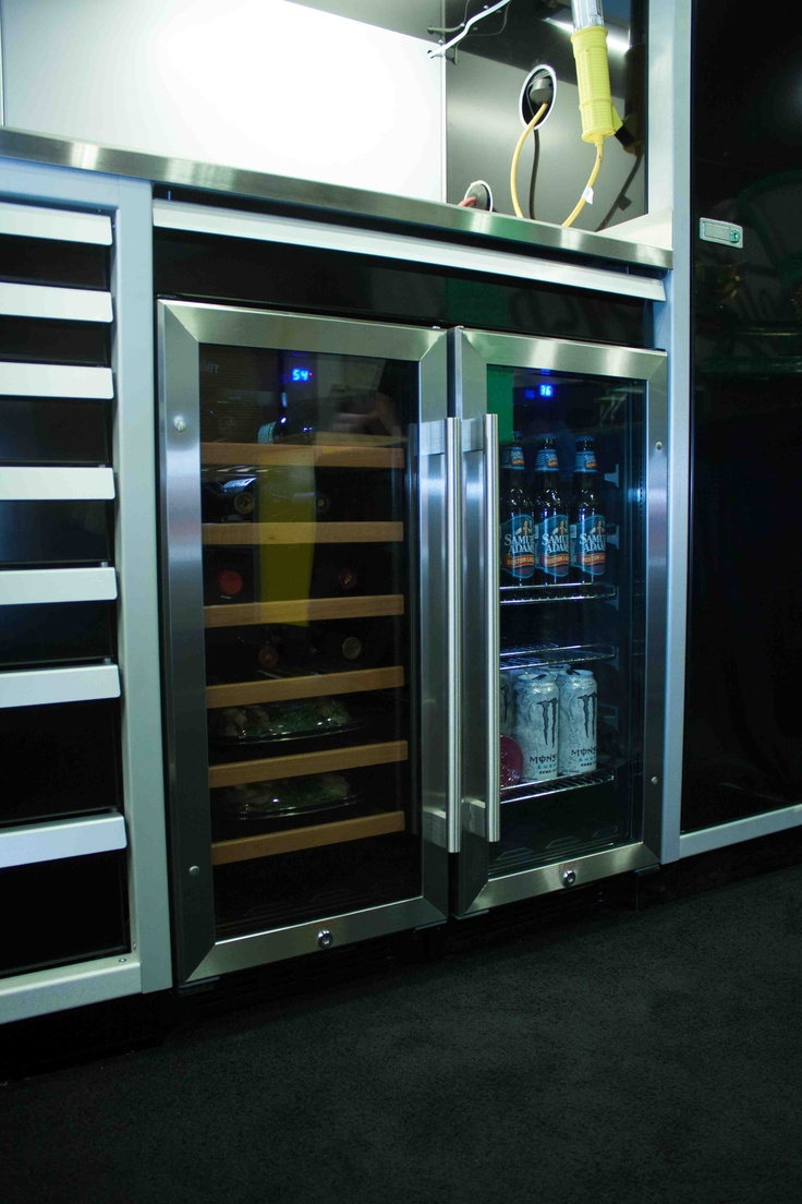 built in refrigerator and wine chiller in moduline. Black Bedroom Furniture Sets. Home Design Ideas