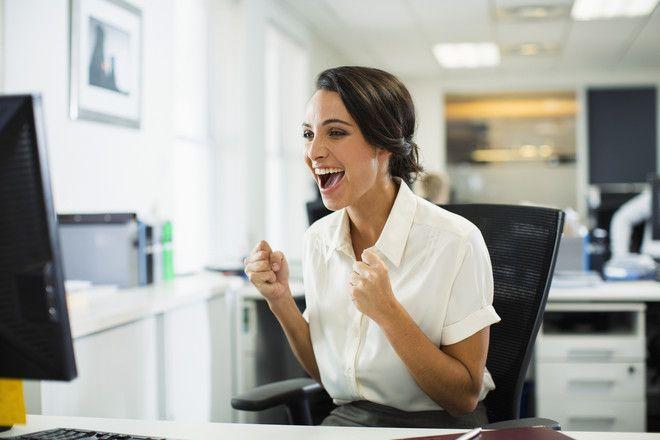 Упражнения в офисе за рабочим столом для здоровья - Woman's Day