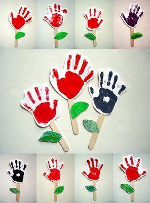 Flores con la huella de las manos