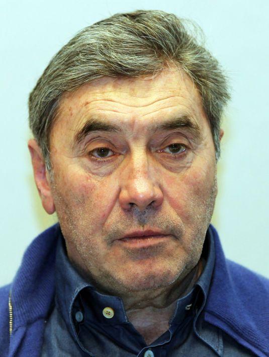 """Eddy Merckx 17-06-1945 Hij was een Belgisch wielrenner van 1961 tot 1978. Na die tijd richtte hij een fietsenbedrijf op. Hij staat met 525 gewonnen wedstrijden in de wielersportjournalistiek als de beste wielrenner aller tijden te boek. Het Franse tijdschrift Vélo betitelde hem in 2000 als """"de grootste ooit in het wielrennen"""". In 2011 kreeg hij een eredoctoraat aan de Vrije Universiteit Brussel.  https://youtu.be/vGAOwJW-r3I"""