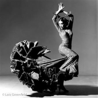 Sevilla, el arte en sus mujeres al viento, agua, fuerza
