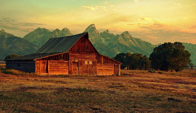 Moulton Barn - Grand Tetons (Jeff R. Clow)