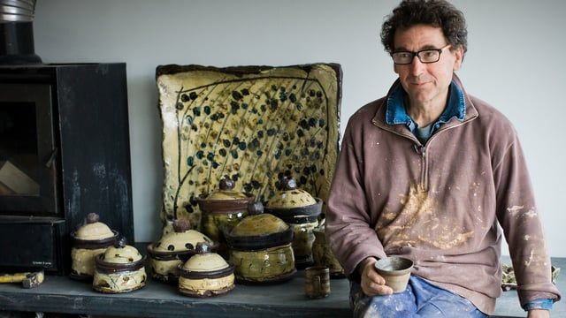 This documentary follows French slipware potter Jean-Nicolas Gérard as he prepares for his 2013 exhibition at the Goldmark Gallery. Jean-Nicolas describes himself as an artisan craftsman who, above all, wants his pottery to be used and enjoyed. His work ranges from small mugs, bowls, plates and dishes to large jars and press moulded platters. All are decorated with slip and many with sgraffito and finger marks. He takes the tradition of European slipware and infuses it with elements from ...
