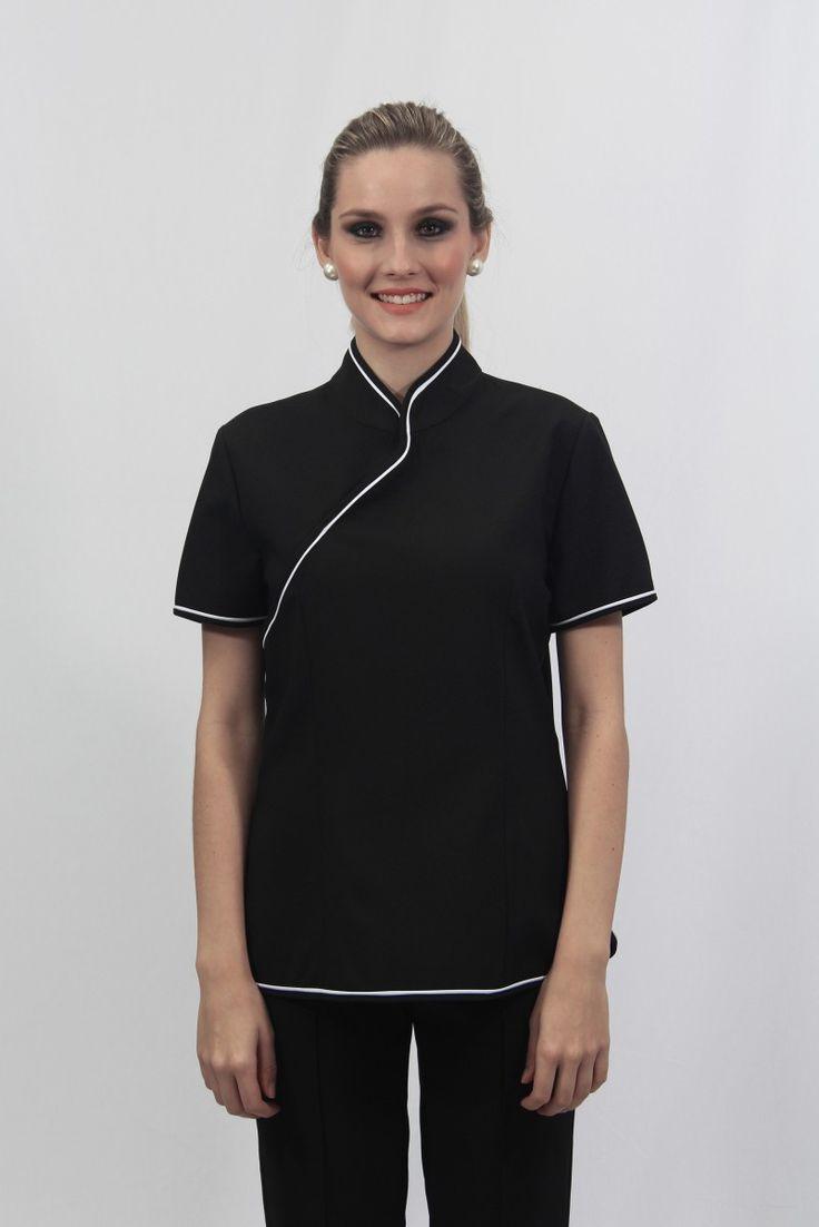 Camisa feminina estilo oriental, gola padre, manga curta e abotoamento em colchetes - Uniforme profissional BH