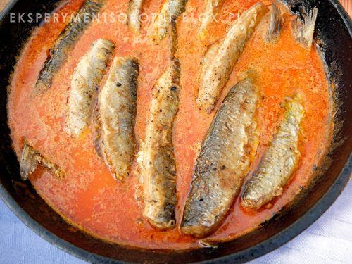 śledzie w sosie paprykowo-pomidorowym #herring #eksperymentsobotni #śledzie