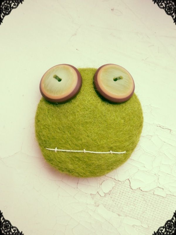 Hand-felted Creatures. Use as a brooch, or attach to your hat or bag!  Visit www.retroke.blogspot.com www.facebook.com/remminretroke