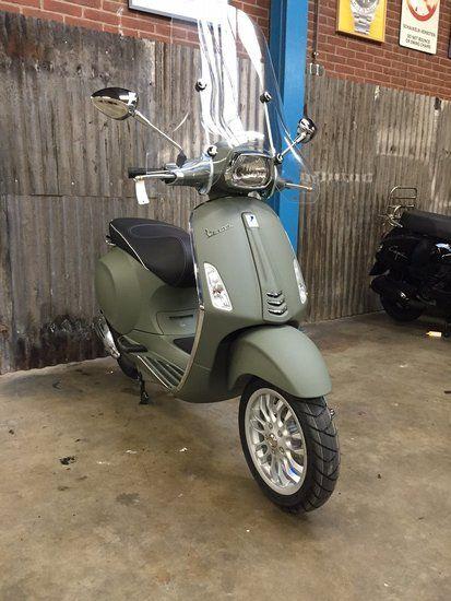 Custom Vespa Sprint Oliva Opaco - Scooterspot Amsterdam