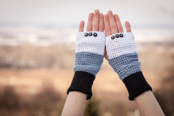 Cotton Fingerless Gloves with Buttons in Grey Black by RUKAMIshop