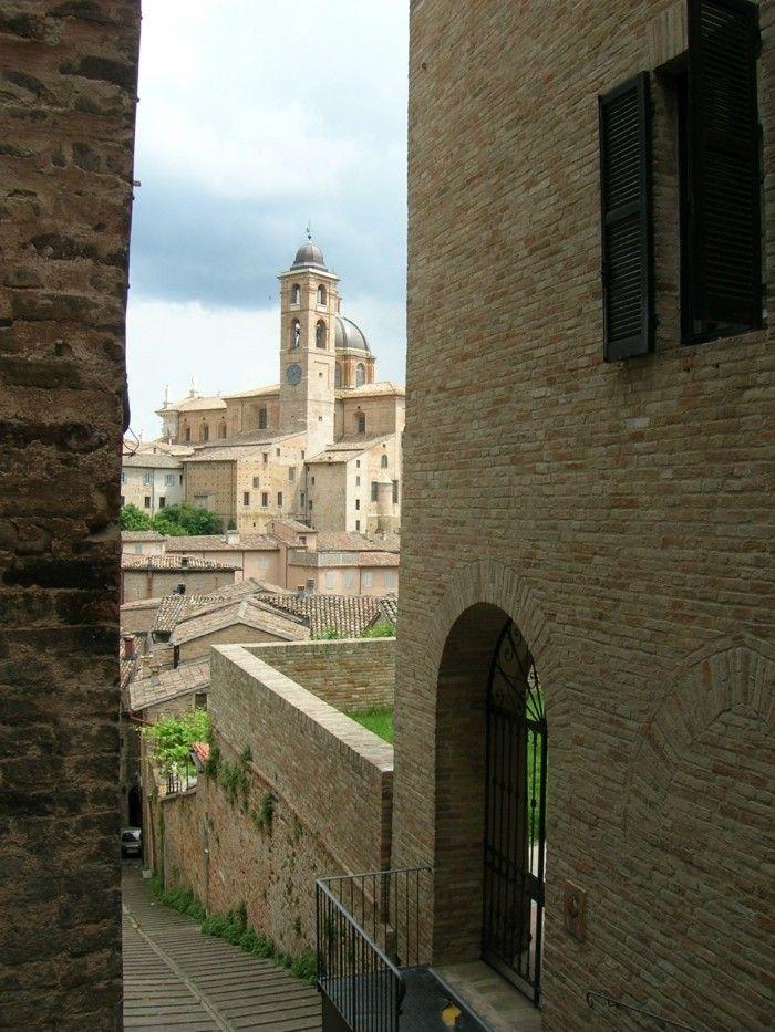 Cool idée ou aller pour vos vacances - les rues d Urbino