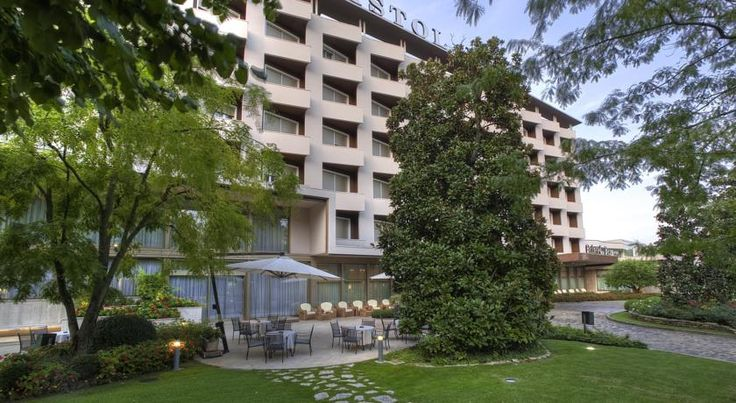 Hotel Bristol Buja Abano Terme Hotel Bristol Buja in Abano Terme has 3 outdoor thermal pools and a luxury wellness centre with a swimming pool and beauty farm. It also features a great restaurant.  Bristol Buja has been in the family for 3 generations.