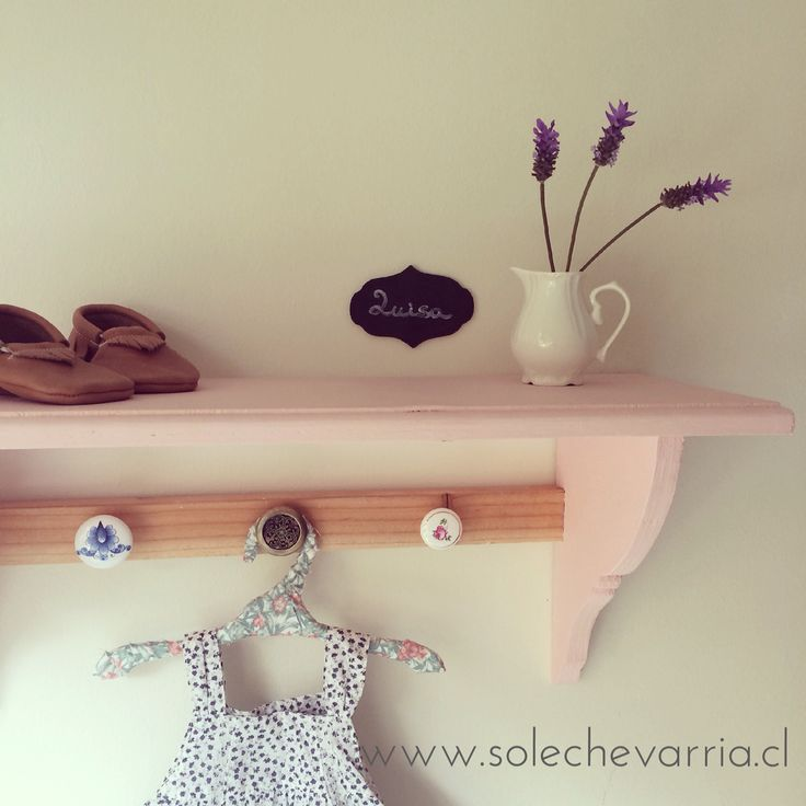 Repisa Luisa para decorar el dormitorio de tus hijos. www.solechevarria.cl