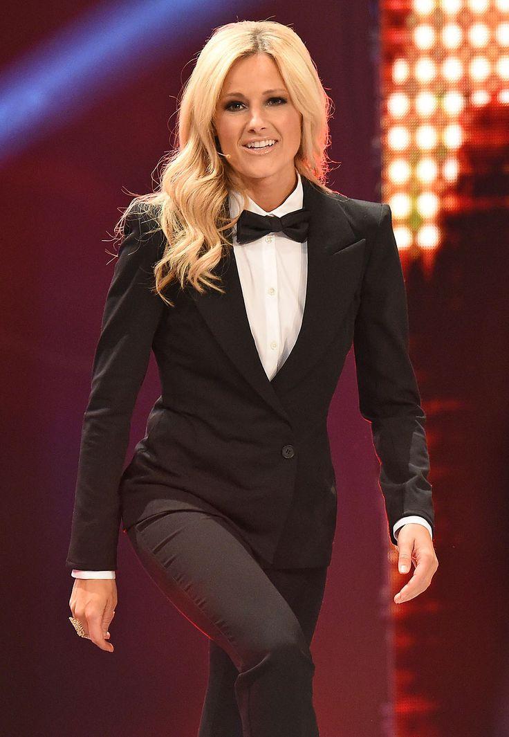 Sie tanzt, sie singt, sie strahlt: Helene Fischer ist Deutschlands unangefochtener Publikumsliebling. Mit romantischen, futuristischen oder verführerischen Outfits verzaubert sie auf der Bühne und dem roten Teppich. Doch auch der Schlagerstar musste seinen Stil erst finden