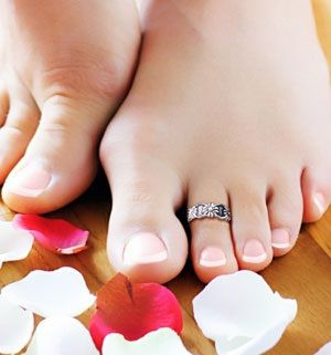 How To Whiten Yellow Toenails:: Different 'Recipes' with one goal