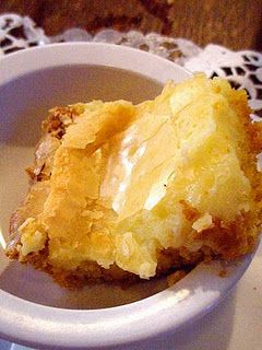 Paula Deen Gooey Butter Cake Cake: 1yellow cake mix 1 egg 8 Tbsp melted butter Filling: 8-oz softened cream cheese,2 eggs, 1 tsp vanilla, 8 Tbsp butter, melted, 16 oz. powdered sugar Preheat oven to 350. Combine cake mix, egg, butter and mix well. Pat into bottom of greased 13 by 9-inch baking pan. Prepare Filling beat cream cheese until smooth, add eggs, vanilla, and butter. Beat together. Add powdered sugar and mix well. Spread over cake batter. Bake for 40 to 50 minutes.
