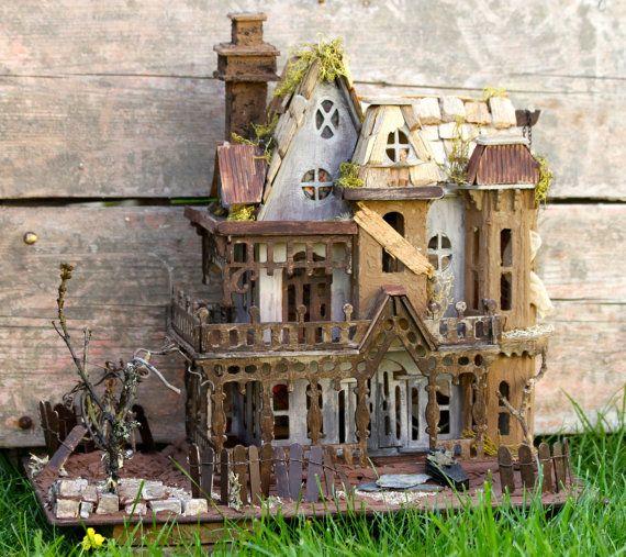Maison de poupée  Halloween Dollhouse par MandaKoad sur Etsy, €125.00