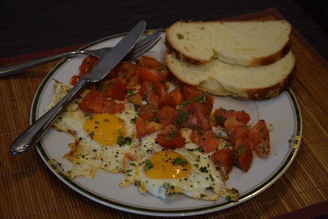 Dominique's kitchen: Een snelle brunch - A quick brunch Een snelle brunch A quick brunch  Nieuwsgierig naar het recept, neem een kijkje op mijn blog. Curious for the recipe? Visit my blog.  #brunch #eieren #eggs #tomaten #tomatoes #peterselie #parsley #basil #basilicum #oregano #thyme #tijm #romzemarijn #rosemary