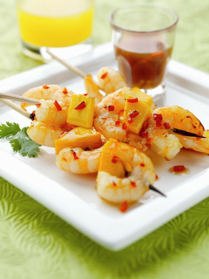 Exotic chilli mango and prawns skewers with a mango dip for Chorizo canape ideas