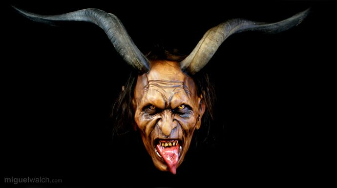 die besten 25 krampus masken ideen auf pinterest. Black Bedroom Furniture Sets. Home Design Ideas
