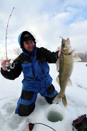 Best Walleye Fishing Tips And Tricks For The 4 Seasons ...