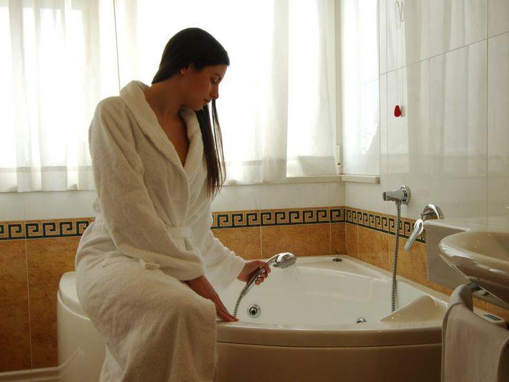 Camere con Idromassaggio - Con la vasca idromassaggio è come avere il centro benessere in camera