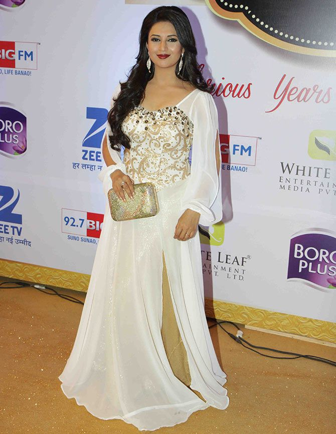 Yeh Hai Mohabbatein star Divyanka Tripathi makes heads turn in white.