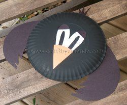 Cute Paper Plate Crow | AllFreeHolidayCrafts.com